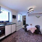 Zuhanyzós saját konyhával kétágyas szoba