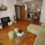 U prizemlju Pogled na vrt apartman za 5 osoba(e) sa 3 spavaće(om) sobe(om)
