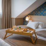 Manzárd Pokoj s manželskou postelí s výhledem na moře