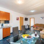 Apartament 5-osobowy na parterze Family z 2 pomieszczeniami sypialnianymi