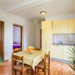Apartament cu aer conditionat cu vedere spre mare cu 2 camere pentru 4 pers. A-17589-c