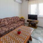 Apartman pro 4 os. se 2 ložnicemi s výhledem na moře v přízemí