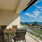 Apartman pro 4 os. se 2 ložnicemi s výhledem na moře na poschodí (s možností přistýlky)