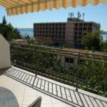 Apartament cu aer conditionat cu vedere spre mare cu 2 camere pentru 5 pers.