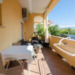 Apartament cu aer conditionat cu terasa cu 1 camera pentru 4 pers.