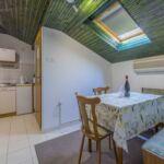 Apartman pro 4 os. se 2 ložnicemi s výhledem na moře v podkroví