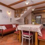 Apartament cu aer conditionat cu vedere spre mare cu 2 camere pentru 4 pers. (se poate solicita pat suplimentar)