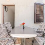Klimatizirano Prizemni apartman za 5 osoba(e) sa 2 spavaće(om) sobe(om)