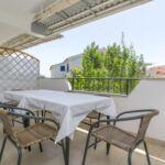 Apartament cu aer conditionat cu balcon cu 2 camere pentru 6 pers.