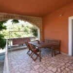 Apartman s klimatizací s terasou pro 4 os. se 2 ložnicemi (s možností přistýlky)