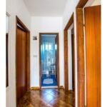 Apartament cu aer conditionat cu terasa cu 2 camere pentru 5 pers.