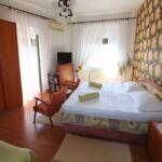 Apartman s klimatizací s manželskou postelí s 1 ložnicí na poschodí