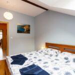 Camera cvadrupla cu chicineta proprie cu terasa (se poate solicita pat suplimentar)