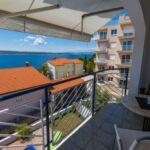 Apartman pro 4 os. se 2 ložnicemi s výhledem na moře na poschodí