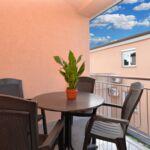 Apartament 4-osobowy na piętrze z 2 pomieszczeniami sypialnianymi (możliwa dostawka)