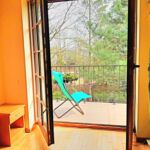 Pokój 4-osobowy ze wspólną łazienką z widokiem na ogród (możliwa dostawka)