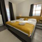 Pokoj s terasou s manželskou postelí v přízemí