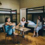 Camera single pat in dormitor comun cu 10 paturi (femei) la etaj