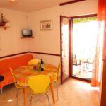 Apartman s terasou pro 7 os. se 3 ložnicemi s výhledem na moře K-17875