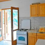 Apartament cu aer conditionat cu vedere spre mare cu 2 camere pentru 4 pers. A-18100-a