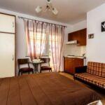 1-Zimmer-Apartment für 2 Personen mit Klimaanlage und Balkon AS-18193-d