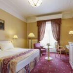 Városra néző légkondicionált franciaágyas szoba