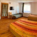 Vierbettzimmer mit Badezimmer (Zusatzbett möglich)