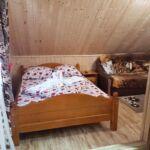 Tetőtéri fürdőszobás franciaágyas szoba (pótágyazható)