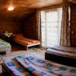 Erkélyes ötágyas szoba