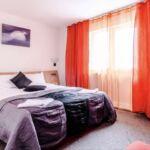 Pokoj s balkónem  s manželskou postelí