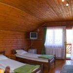 Teraszos hatágyas szoba