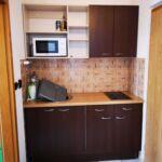 Zuhanyzós saját teakonyhával 2 fős apartman (pótágyazható)