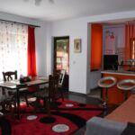 Apartament family la parter cu 4 camere pentru 4 pers. (se poate solicita pat suplimentar)