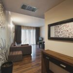 Apartament 2-osobowy Business z balkonem z 4 pomieszczeniami sypialnianymi (możliwa dostawka)