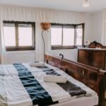 Casa rustica toata casa cu aer conditionat pentru 7 pers. (se inchirieaza doar integral)