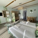 Apartament design la parter cu 2 camere pentru 4 pers. (se poate solicita pat suplimentar)