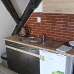 Zuhanyzós saját teakonyhával háromágyas szoba