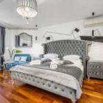 Komfort Pokoj s manželskou postelí s výhledem na město