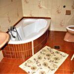 Emeleti fürdőkádas franciaágyas szoba
