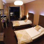 Zweibettzimmer mit Dusche und Klimaanlage