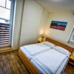 Apartament cu chicineta proprie cu balcon pentru 2 pers.