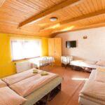 Vierbettzimmer mit Dusche und Eigener Teeküche