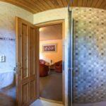 Zuhanyzós erkélyes kétágyas szoba