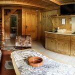 Zuhanyzós erkélyes négyágyas szoba