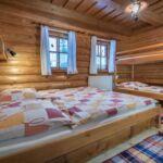 Pokój 4-osobowy z prysznicem ze wspólnym aneksem kuchennym (możliwa dostawka)