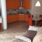 U prizemlju apartman za 6 osoba(e) sa 3 spavaće(om) sobe(om)
