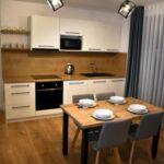 Zuhanyzós saját konyhával négyágyas szoba (pótágyazható)