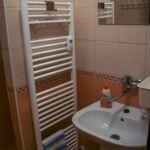 Zuhanyzós erkélyes ötágyas szoba