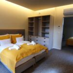 Apartament mansarda family cu 2 camere pentru 4 pers. (se poate solicita pat suplimentar)