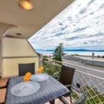 Na katu Pogled na more apartman za 6 osoba(e) sa 3 spavaće(om) sobe(om)
